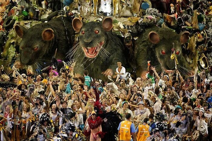 Три кадра с карнавала в Рио-2010 (3 фото)