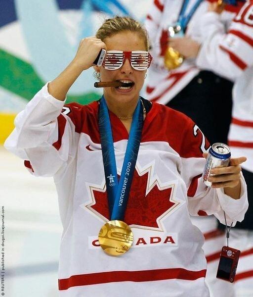 Олимпийские чемпионки напились и накурились (24 фото)