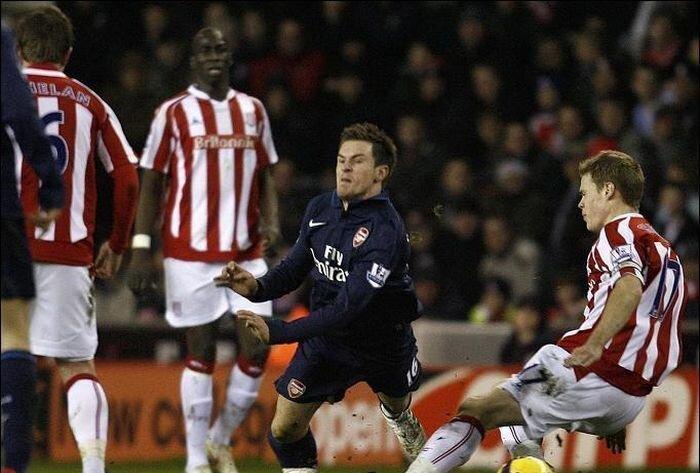 Ужасная травма игрока «Арсенала» Аарона Рэмси (10 фото+видео)