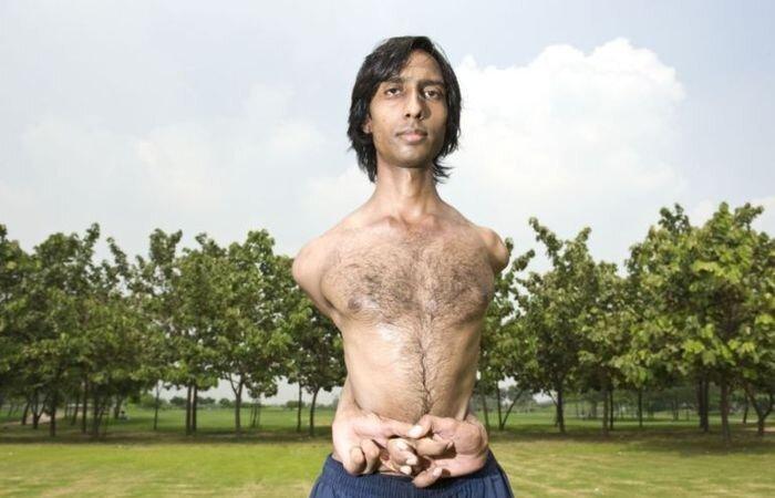 Резиновый человек Vijay Sharma (4 фото)