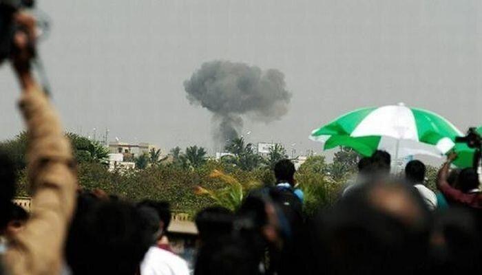 Вo время авиашоу в Индии в толпу упал самолет (12 фото)