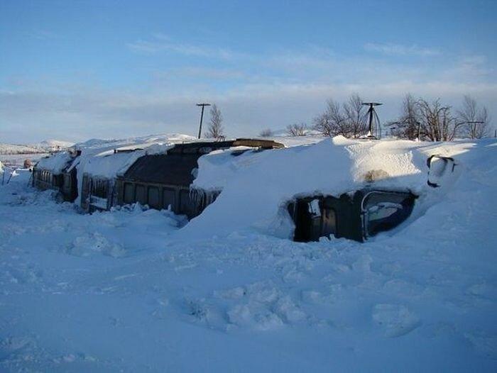 Последствия снежной зимы (3 фото)