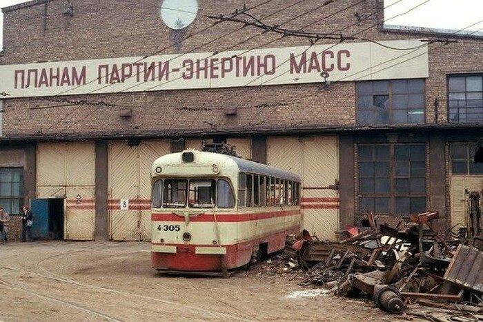 Советские трамваи в собственном соку (18 фото)
