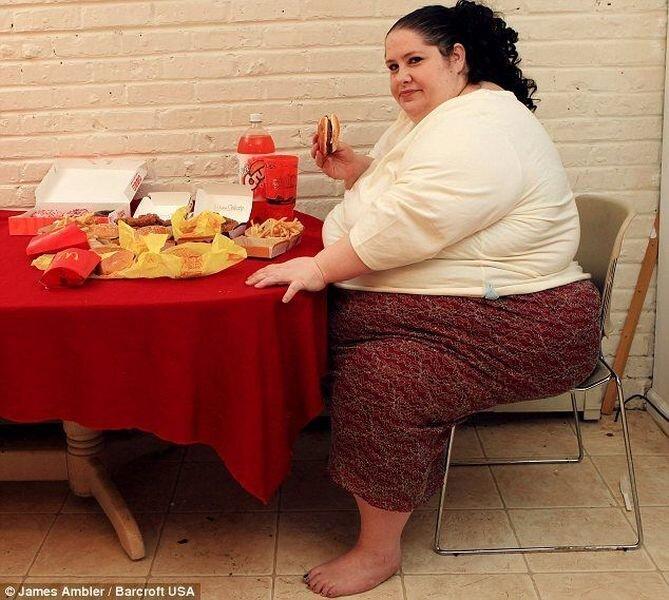 Женщина весом в 273 кг хочет потолстеть (5 фото)