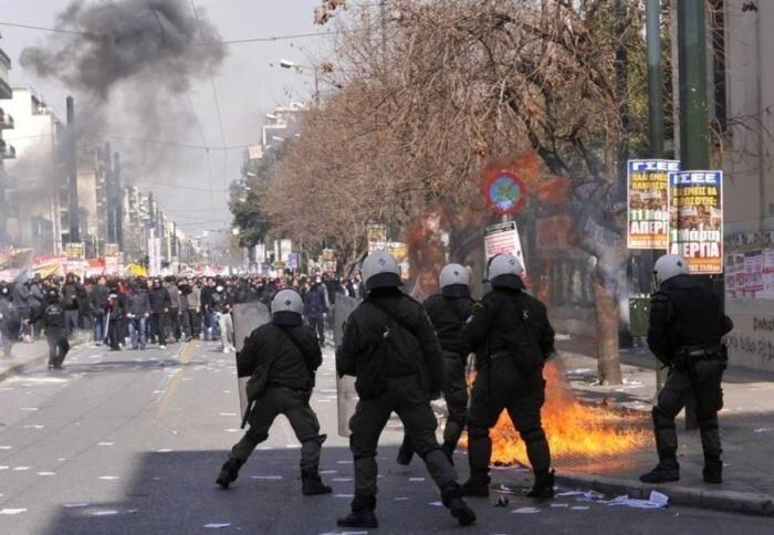 Беспорядки в Греции (12 фото)