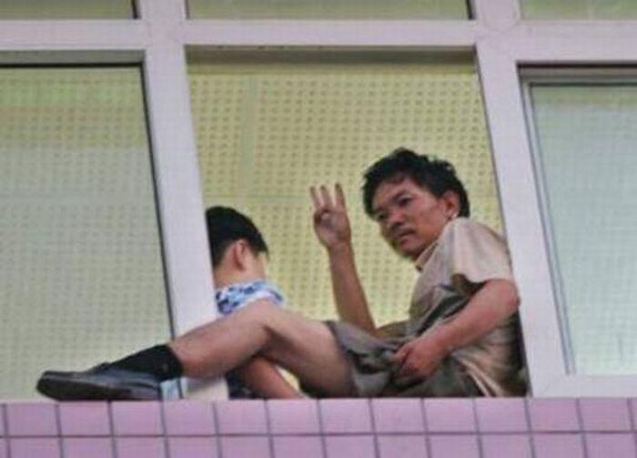В Китае захвачен заложник, ведутся переговоры (5 фото)
