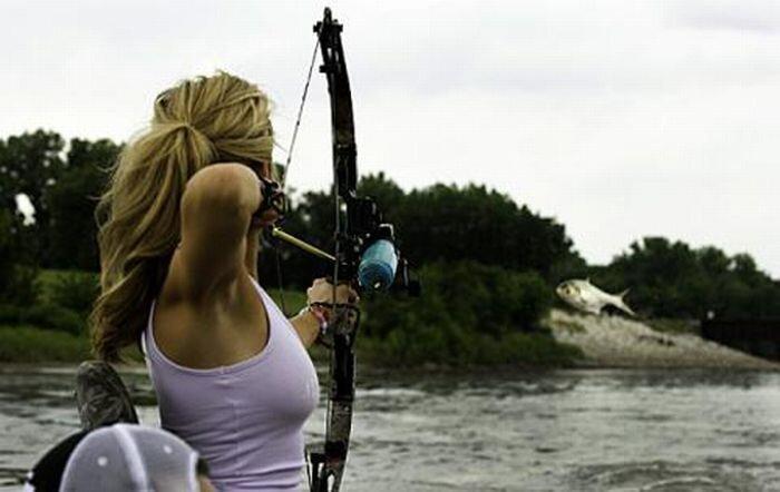 Во время рыбалки, девушке сломали челюсть (9 фото)