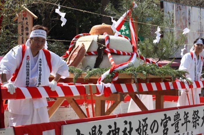 В Японии прошел фестиваль  пенисов (18 фото+2видео)