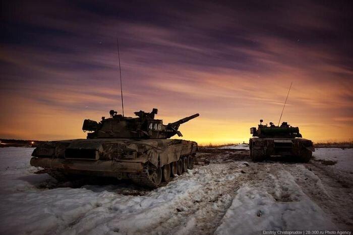 Танк Т-80 и БМП-2 в действии (27 фото)