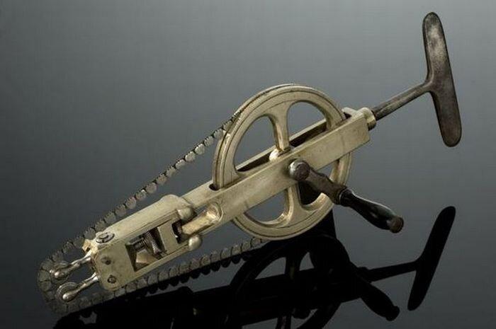 Хирургические инструменты несколько веков назад (21 фото)