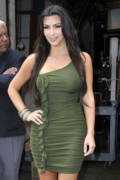 Kim Kardashian в зелененьком платье (10 фото)