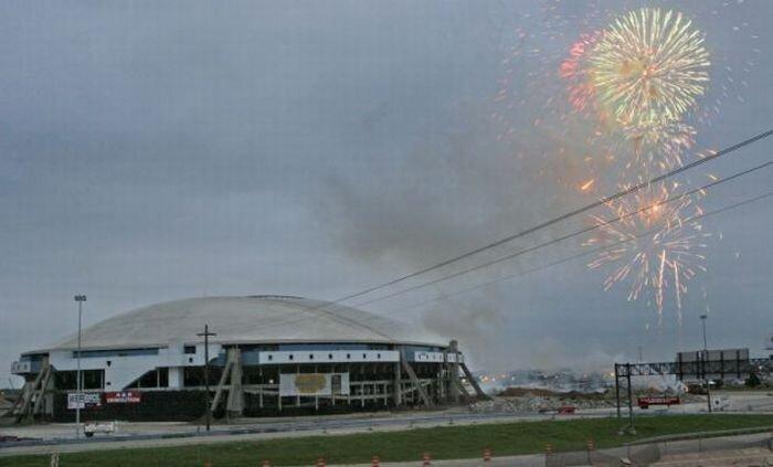 Саперы за секунды снесли главный стадион Техаса (10 фото + видео)