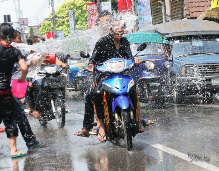 Фестиваль Сонгкран или тайский водный Новый Год (22 фото)