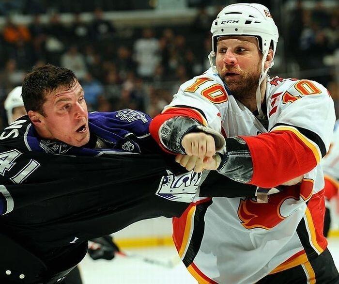 Суровый  хоккей (10 фото)