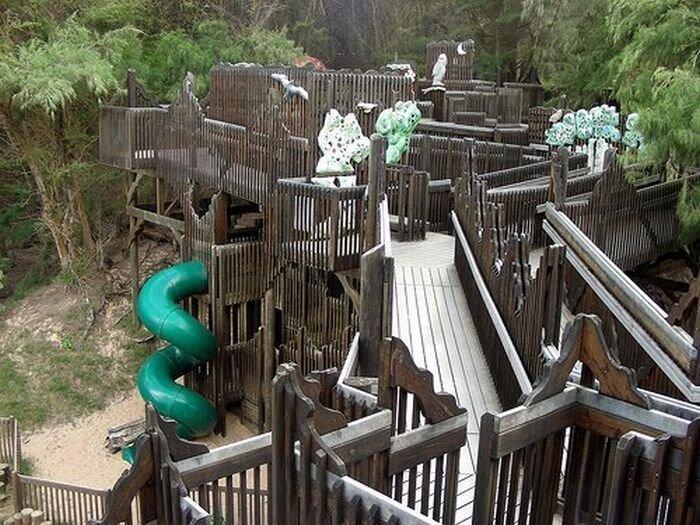 Улетные детские площадки (21 фото)