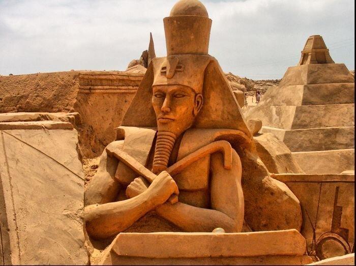 Замечательные скульптуры из песка (32 фото)