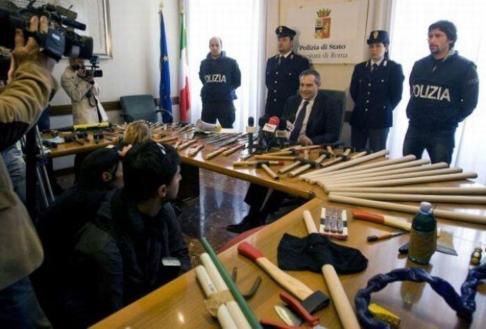 Привет от итальянских футбольных фанатов (6 фото)