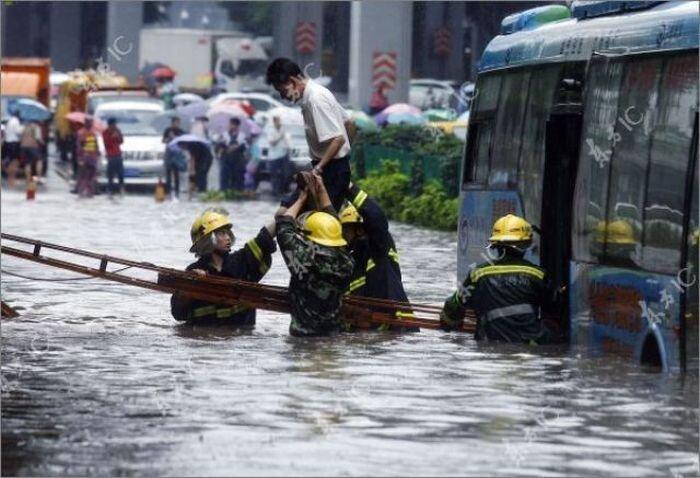 Китай оказался под водой (30 фото)