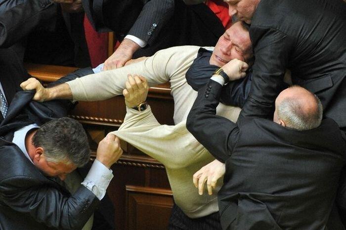 В Верховной раде началась драка (34 фото + 2 видео)