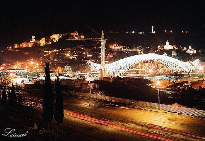 Новый пешеходный мост в Тбилиси (13 фото)