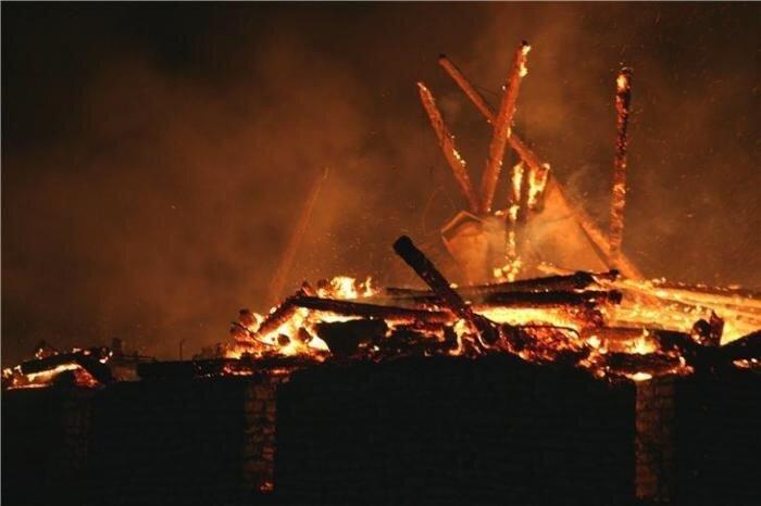 Пожар в Псковском кремле (21 фото + видео)