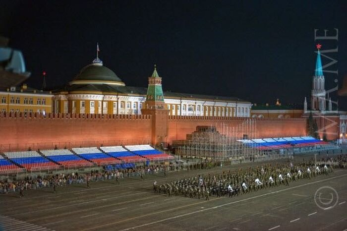 Скрытая камера: ночная репетиция парада на Красной Площади(9 фото)