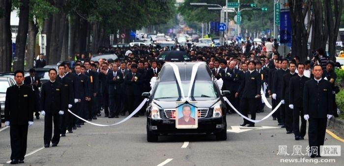 Похороны тайваньского мафиози (13 фото)