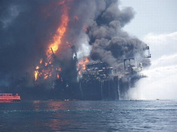 Пожар на нефтяной вышке. Продолжение (36 фото)