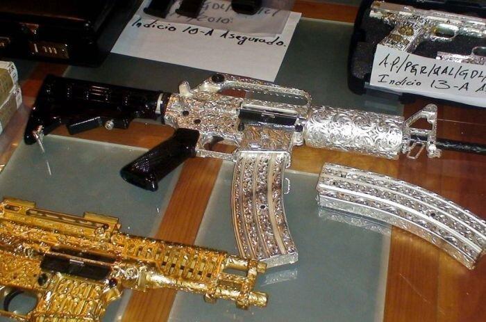 Мексиканский наркобарон лишился огнестрельной роскоши (9 фото)