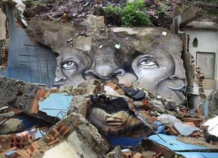 Непривычные граффити в Бразилии (13 фото)