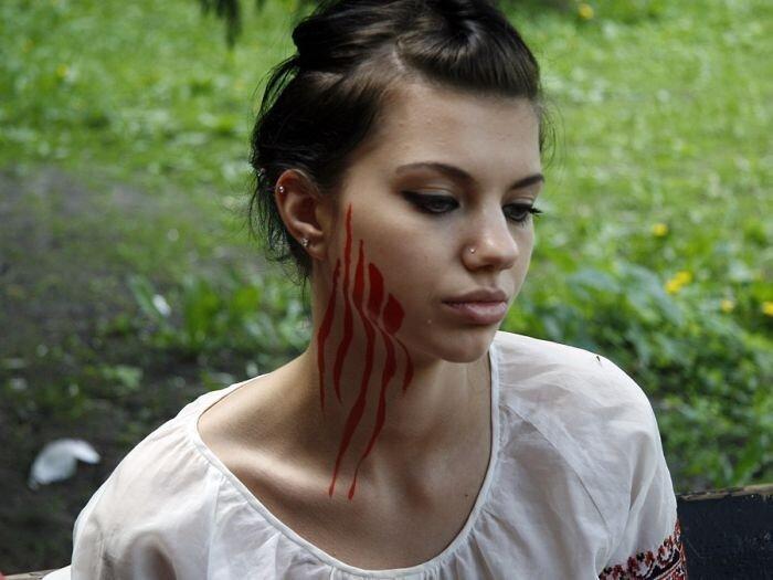 Очередная активистка FEMEN разделась (6 фото)