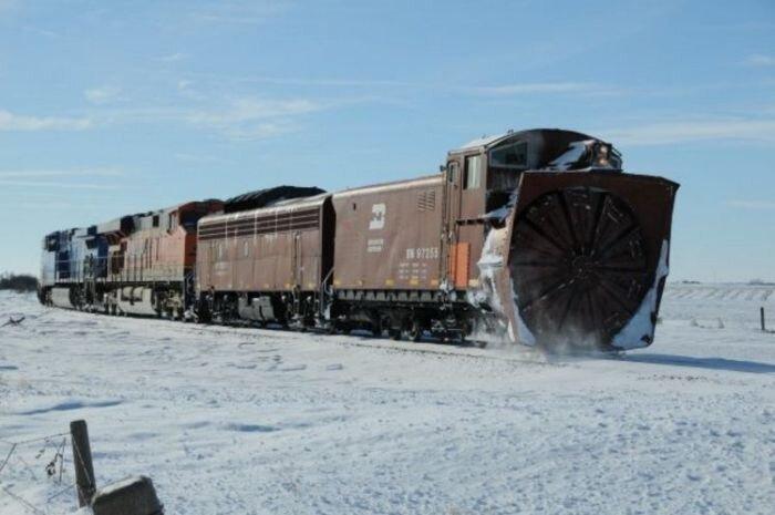 Снегоуборочный поезд (27 фото)