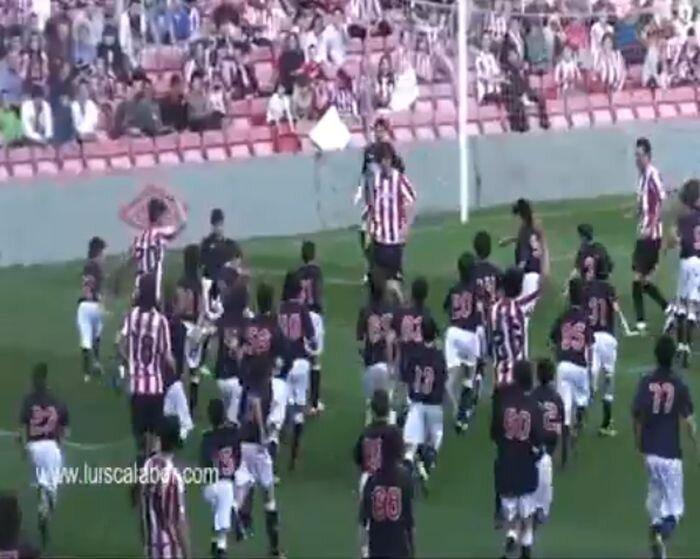 """""""Атлетик"""" из Бильбао сыграл против 200 детей (видео)"""