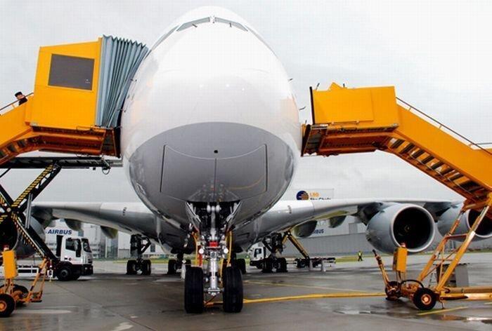 Airbus A380 - самый большой пассажирский самолет мира (25 фото)