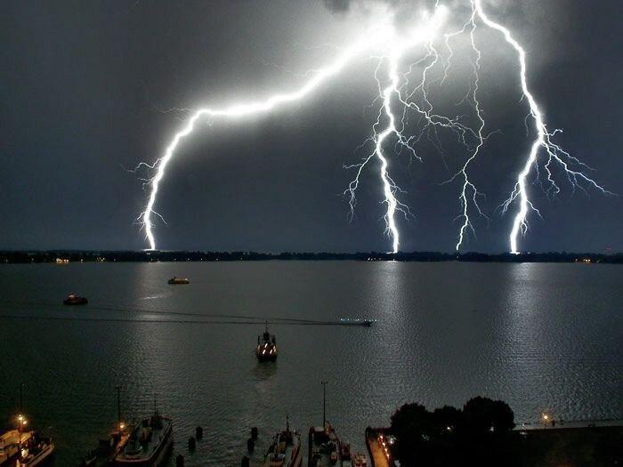 Впечатляющие фотографии молний (37 фото)