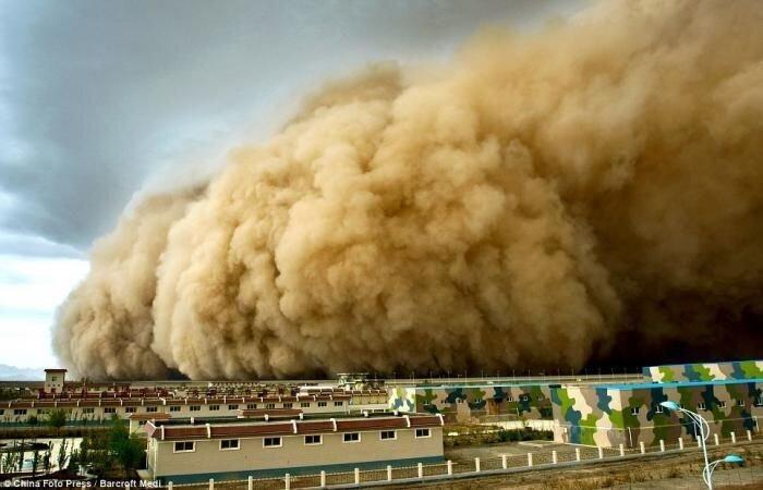 Песчаная атака  (2 фото)