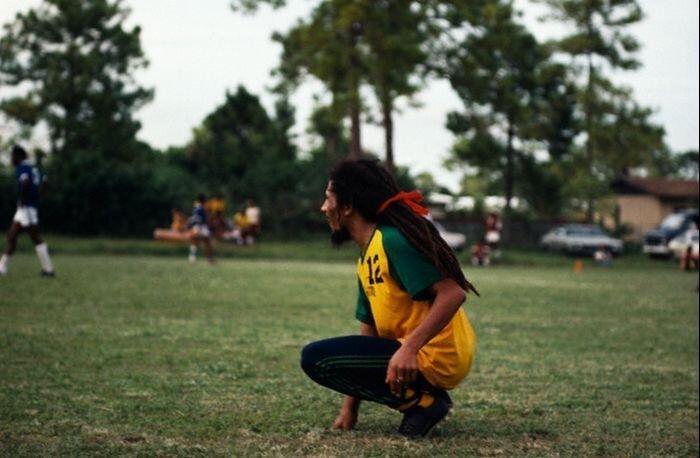Любитель футбола Боб Марли (12 фото)