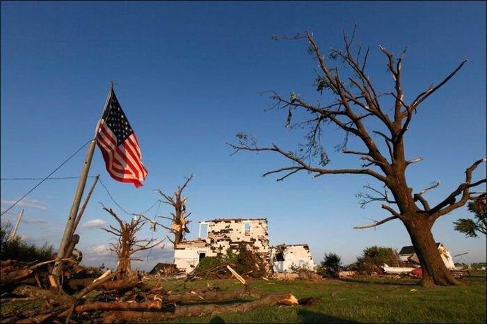 Торнадо разрушил все в Америке (22 фото)