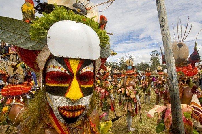 Жители Новой Гвинеи (53 фото)