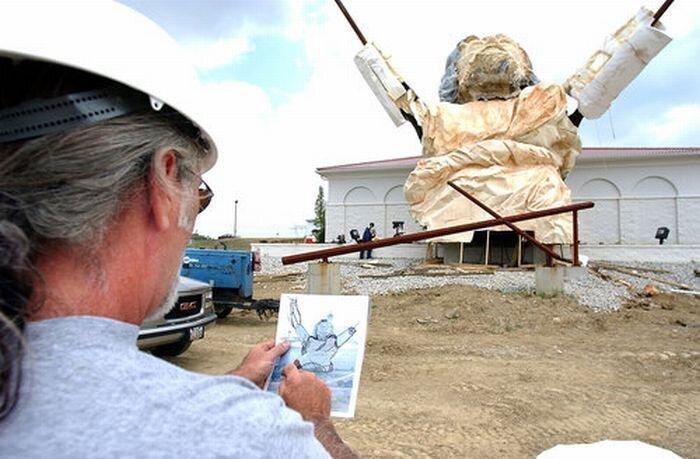 Молния уничтожила гигантскую статую Иисуса (22 фото)