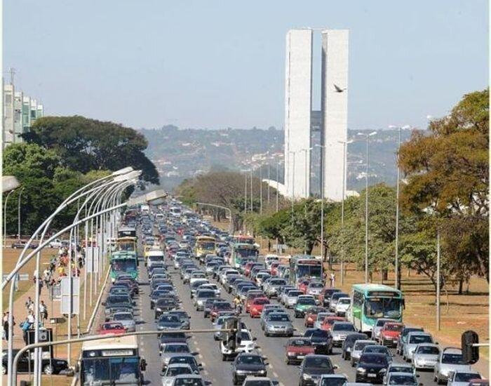 Любовь бразильцев к футболу (2 фото)
