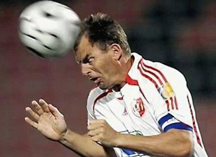 Смешные эмоции во время ударов головой в футболе (30 фото)