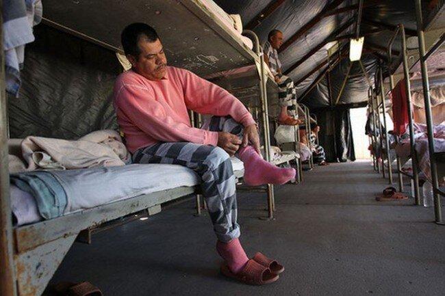 Палаточный концлагерь исправительного толка (27 фото)