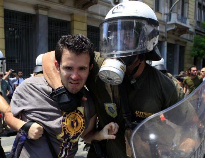 Массовые беспорядки в Греции  (15 фото)
