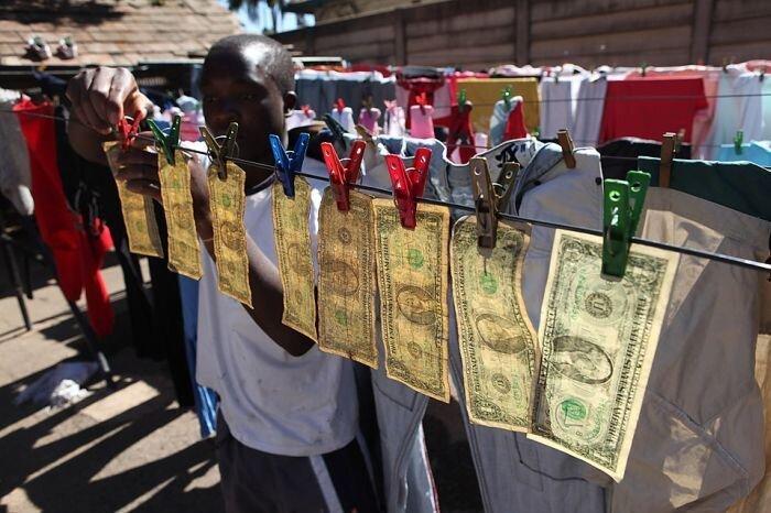 Жители Зимбабве отмывают грязные доллары (5 фото+текст)
