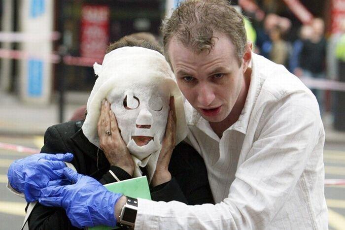 Давиния Террелл-символом терактов в Лондоне (4 фото)