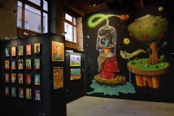 Прикольные рисунки на стенах (29 фото)
