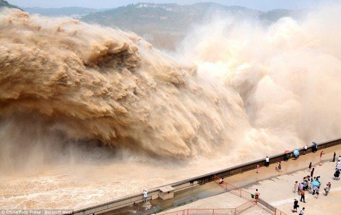 Китайцы решили очистить хуанхэ взрывом (4 фото+текст)