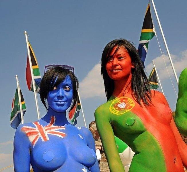 Голый протест в Африке против меха. Femen удавятся (11 фото)