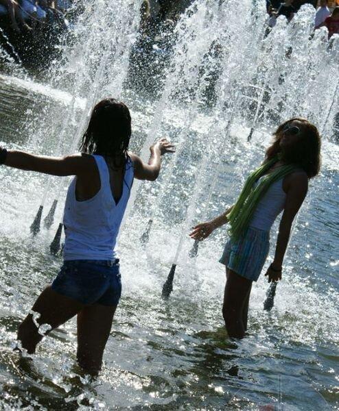 Для тех кто любит купаться в фонтанах. Жесть. (4 фото)